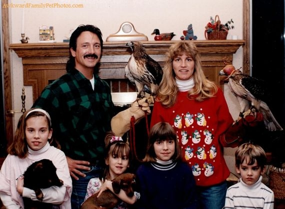 10 Of The Best Awkward Christmas Family Photos