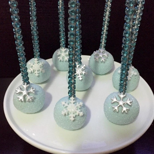 Winter wonderland decor, snowballs