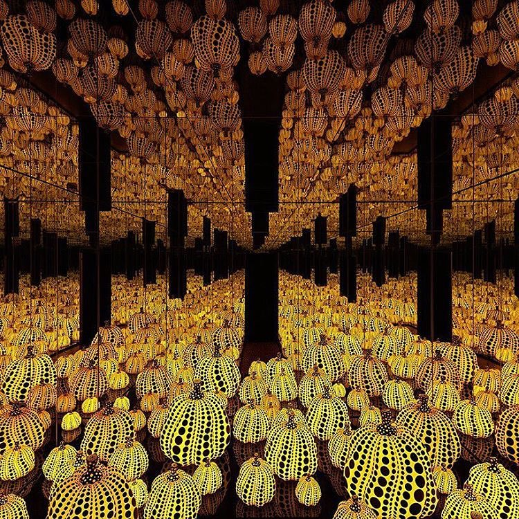 This #YayoiKusama exhibition @victoriamirogallery will definitely stimulate the senses and play some tricks on your eyes.